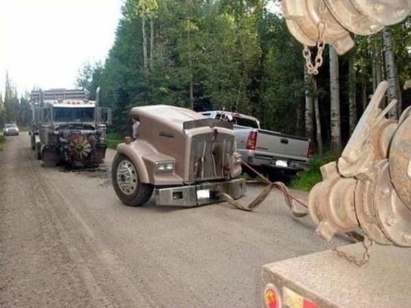 Những tai nạn ôtô kỳ cục nhất thế gian - ảnh 3