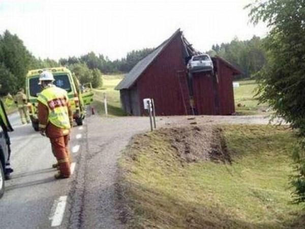 Những tai nạn ôtô kỳ cục nhất thế gian - ảnh 4