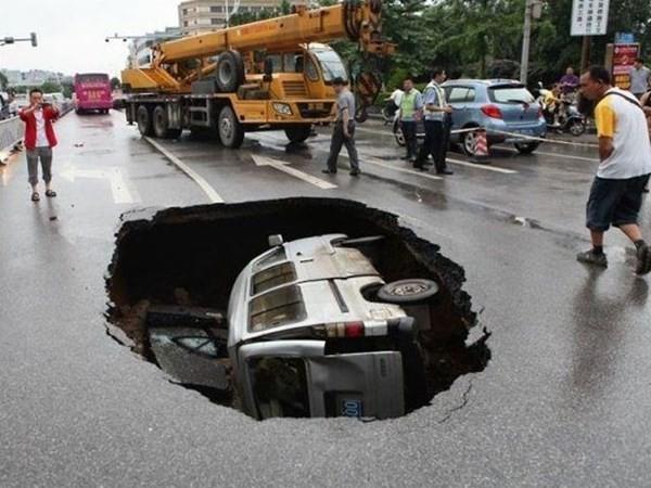 Những tai nạn ôtô kỳ cục nhất thế gian - ảnh 8