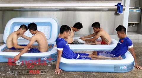Học trò HLV Miura 'rét run' trong thời tiết... 40 độ C - ảnh 5