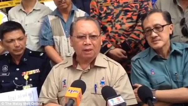 Malaysia 'cáo buộc' du khách khỏa thân chụp ảnh gây động đất - ảnh 2