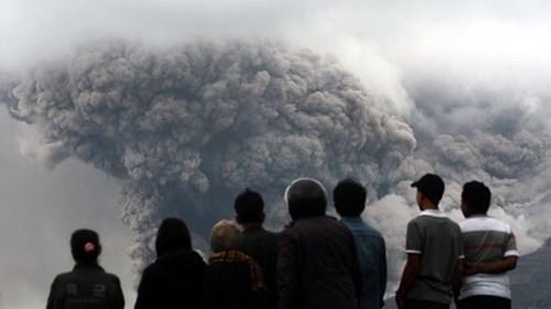 Indonesia: Núi lửa lại phun trào như ngày tận thế - ảnh 5