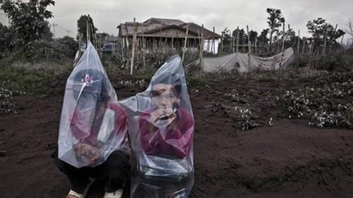 Indonesia: Núi lửa lại phun trào như ngày tận thế - ảnh 8