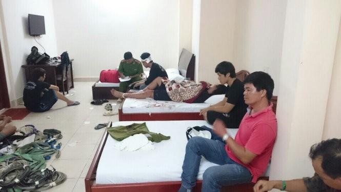 Các nạn nhân bị nhóm côn đồ đâm chém giữa trung tâm TP Cần Thơ