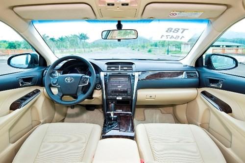 [ĐÁNH GIÁ] Toyota Camry 2.0E: Vua thực dụng - ảnh 10
