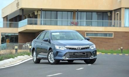 Toyota Camry 2.0E: Vua thực dụng - ảnh 1