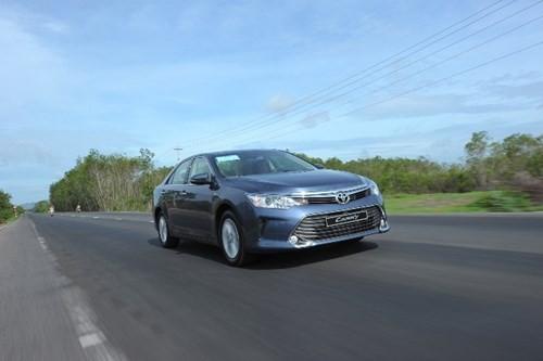 [ĐÁNH GIÁ] Toyota Camry 2.0E: Vua thực dụng - ảnh 4