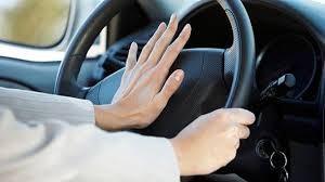 Bóp còi xe bằng ngón tay hay bàn tay ? - ảnh 2