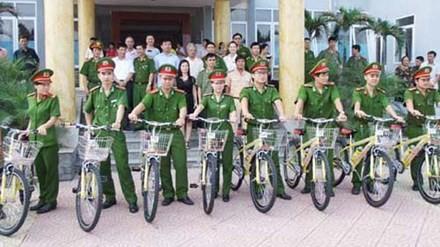 Công an một số tỉnh thành cũng đang tổ chức thí điểm tuần tra bằng xe đạp. Ảnh minh họa: Thái Thanh.