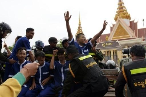 Campuchia bắt giữ nhiều người biểu tình phản đối luật NGO  - ảnh 1