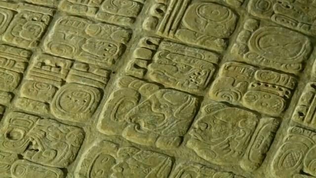 Bảng chữ đá cổ từ thế kỷ thứ 7 hé lộ bí ẩn về nền văn minh Maya - ảnh 1