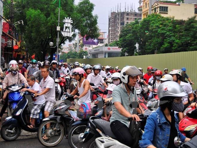 Xem xét đề nghị dừng thu phí sử dụng đường bộ đối với xe môtô - ảnh 1