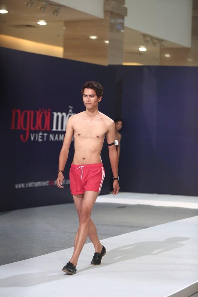 """Hai thí sinh cao """"khủng"""" nhất Vietnam's Next Top Model 2015 - ảnh 2"""
