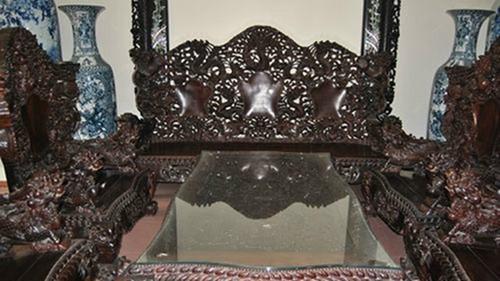 Bộ bàn ghế gỗ sưa trăm tỷ đắt nhất Việt Nam - ảnh 1