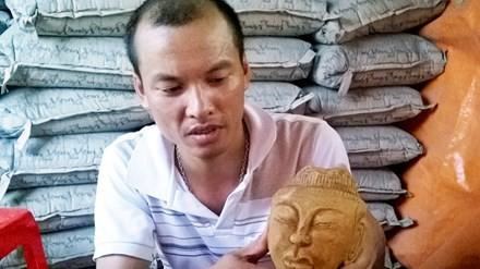 Chiếc đầu tượng cổ được phát hiện khi đào móng nhà.