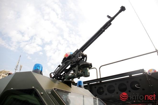 Cận cảnh xe chống đạn RAM-MKIII của lực lượng an ninh Việt Nam - ảnh 8