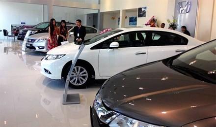 Ô tô giá rẻ đang được nhiều người tiêu dùng lựa chọn thay vì mua xe máy tay ga hạng sang.