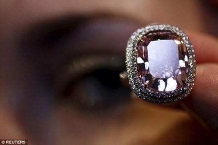 Nhìn gần viên kim cương được 'hét giá' hơn 500 tỷ đồng - ảnh 1