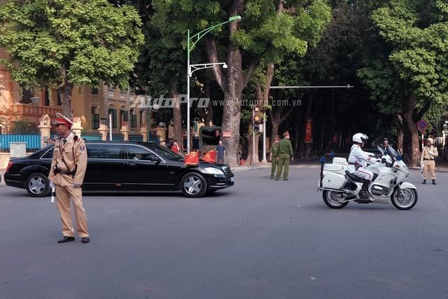 Cận cảnh xe chống đạn Mercedes S600 Pullman Guard đón ông Tập Cận Bình  - ảnh 6