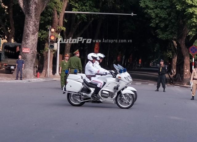 Cận cảnh xe chống đạn Mercedes S600 Pullman Guard đón ông Tập Cận Bình  - ảnh 7