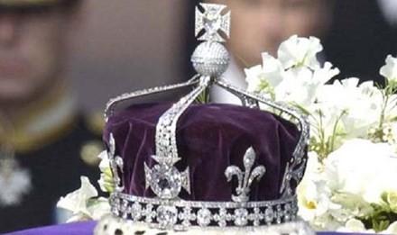 Viên kim cương gắn trên vương miện hiện được trưng bày trong tháp London