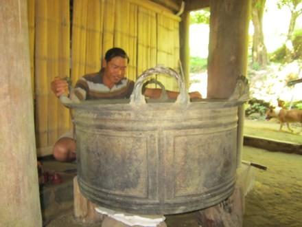 Anh Hà Văn Sỹ đã mua lại được báu vật của làng