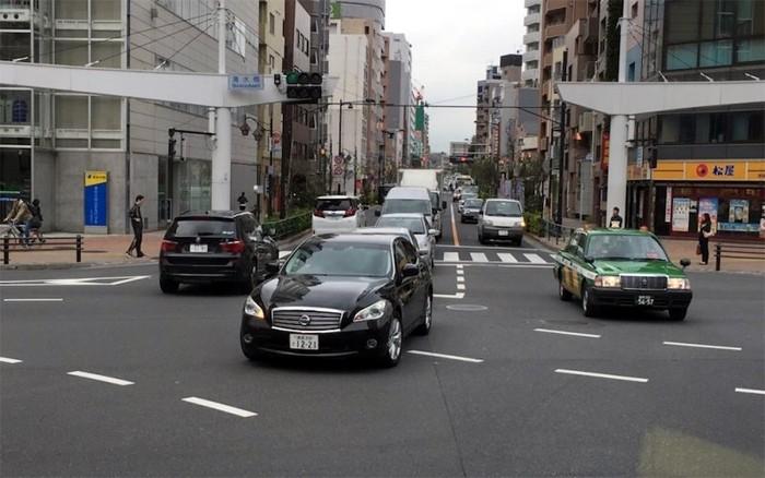 Sang Nhật càng xấu hổ cho kiểu lái ôtô Việt Nam - ảnh 1