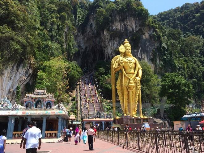 Người Việt 'nhiều chữ' và hành động tự bêu xấu ở Kuala Lumpur - ảnh 1
