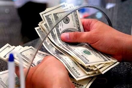 Giá USD ngân hàng tăng kịch trần.