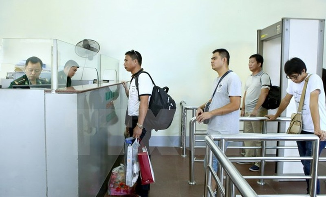 Chính thức cho phép xe du lịch tự lái qua biên giới Việt-Trung - ảnh 1