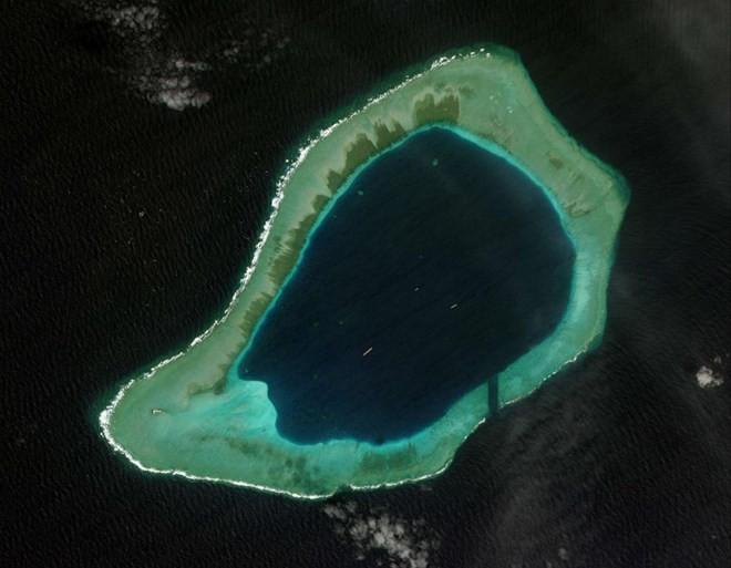 Phóng viên BBC kể bị Hải quân Trung Quốc đe dọa ở Biển Đông - ảnh 1