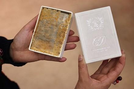 Chi hơn 30 triệu để mua bánh cưới của công nương Diana - ảnh 1
