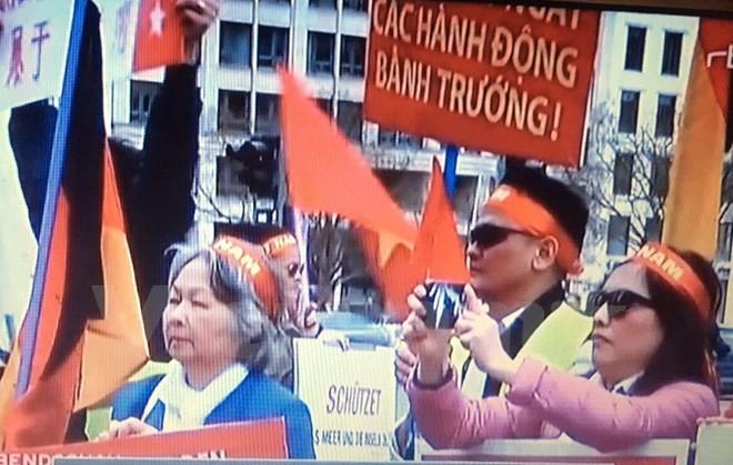 Truyền thông Đức đưa tin người Việt biểu tình phản đối Trung Quốc - ảnh 2
