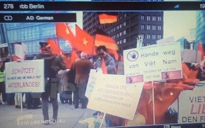 Truyền thông Đức đưa tin người Việt biểu tình phản đối Trung Quốc - ảnh 1