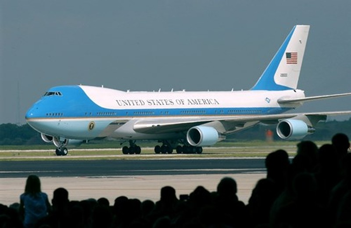 Dàn phương tiện hoành tráng luôn theo sát tổng thống Mỹ - ảnh 1