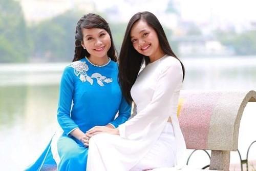 Tiết lộ về cô gái Việt tặng hoa Tổng thống Obama - ảnh 1