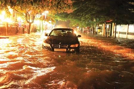 Xử lý khi ô tô chạy vào đường ngập nước - ảnh 3