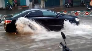 Xử lý khi ô tô chạy vào đường ngập nước - ảnh 2