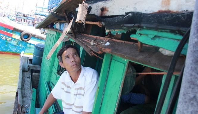 Tàu Trung Quốc tông tàu cá Việt Nam ở Hoàng Sa