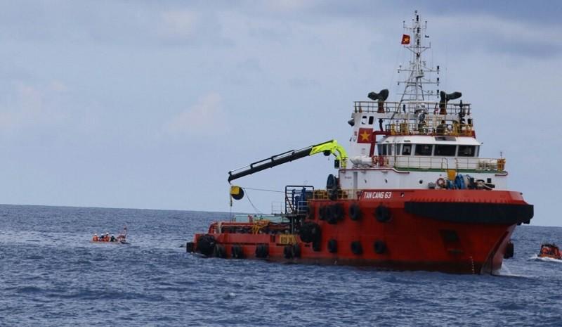 Tàu Tân Cảng 63 làm nhiệm vụ tìm kiếm thi thể