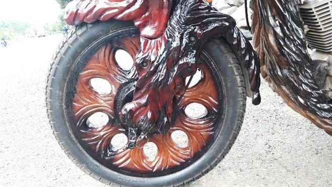 Mô tô bằng gốc cây của nông dân Lâm Đồng khiến dân chơi xe sửng sốt - ảnh 9