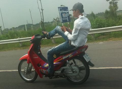 Những lỗi vi phạm bị phạt nặng của xe máy, mô tô - ảnh 1