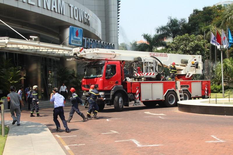 Diễn tập chữa cháy, cứu hộ trong tòa nhà 21 tầng - ảnh 8