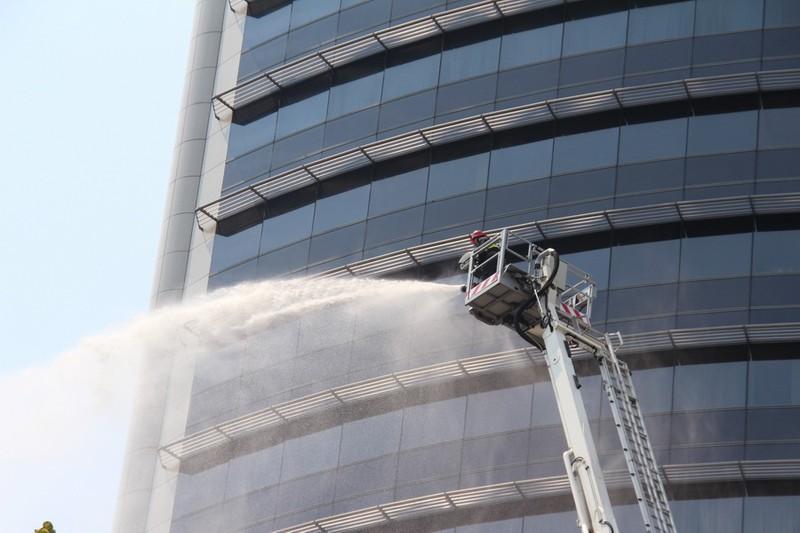 Diễn tập chữa cháy, cứu hộ trong tòa nhà 21 tầng - ảnh 13
