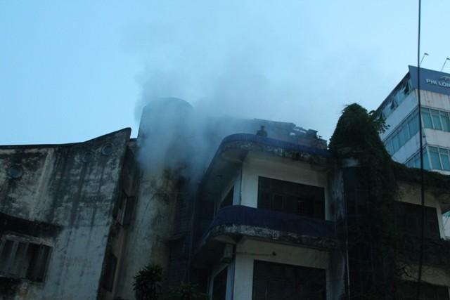 Người dân hoảng loạn vì cháy lớn - ảnh 2