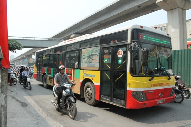 Giảm xe buýt và ô tô vào giờ cao điểm  - ảnh 1