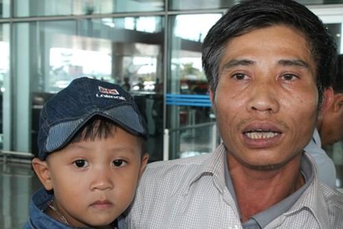 Nhóm công nhân bị chủ Trung Quốc đe dọa đánh đập đã về nước - ảnh 3