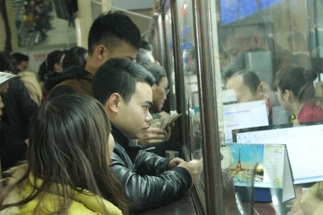 Cảnh báo: Mua vé chợ đen sẽ không thể lên tàu - ảnh 1