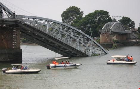 Điều chỉnh lịch chạy tàu sau sự cố sập cầu Ghềnh - ảnh 1