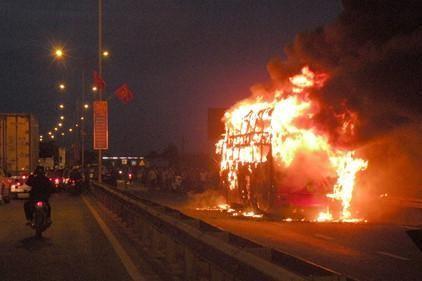 Rà soát tiêu chuẩn xe giường nằm sau nhiều vụ cháy - ảnh 1